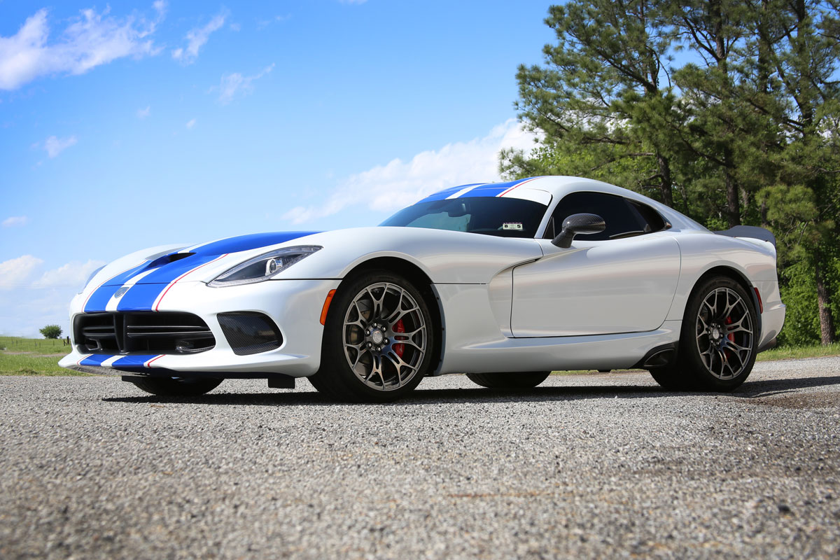 Dodge Viper Pearl White Color Change With Blue Stripes